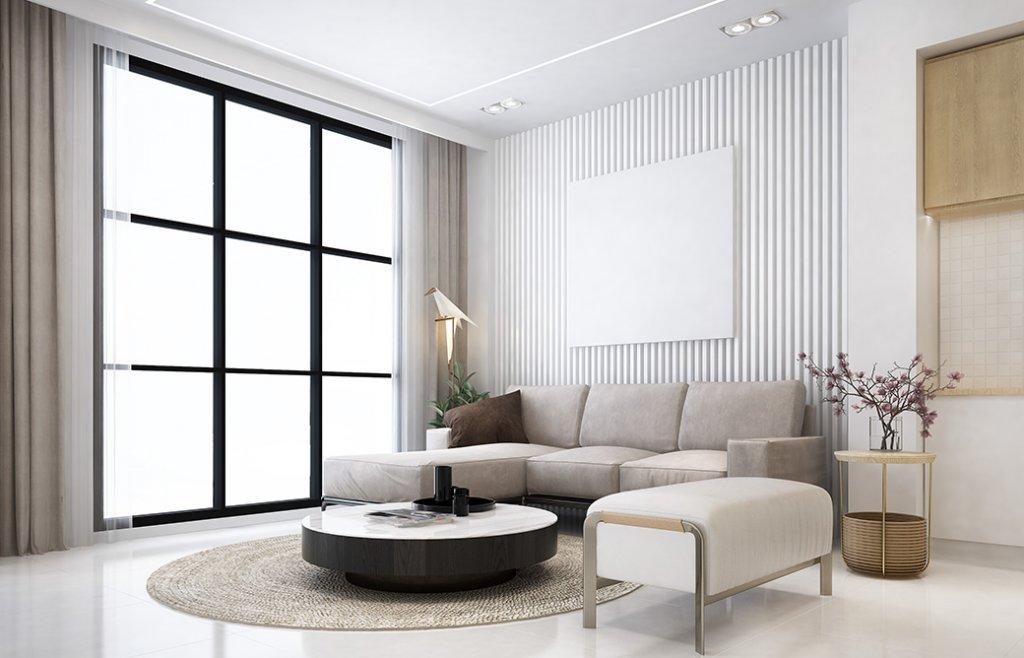 Sufragerie amenajata in stil contemporan cu elemente de decor crem si auriu plus dungi verticale pe perete